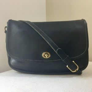 COACH Beautiful Vintage Black Leather Crossbody